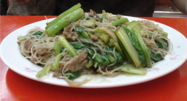Lamb Slices with Veggies and Rice Noodles
