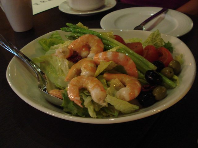 Pasadena C3 Warehouse Restaurant: Shrimp Salad with Asparagus, Tomatoes, and Olives