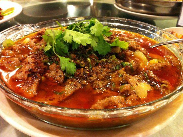水煮牛 (Sliced Beef in Hot Chili Oil)