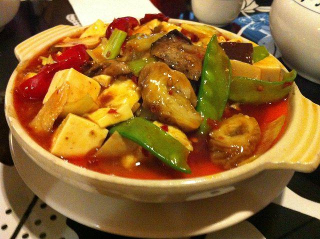 五更暢旺 (Pork Intestines & Tofu w/ Pickled Cabbage)