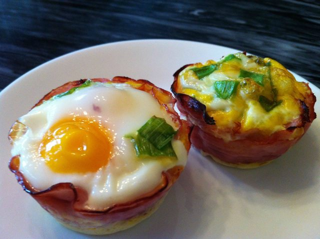 Paleo Breakfast: Baked Eggs in Ham Cups
