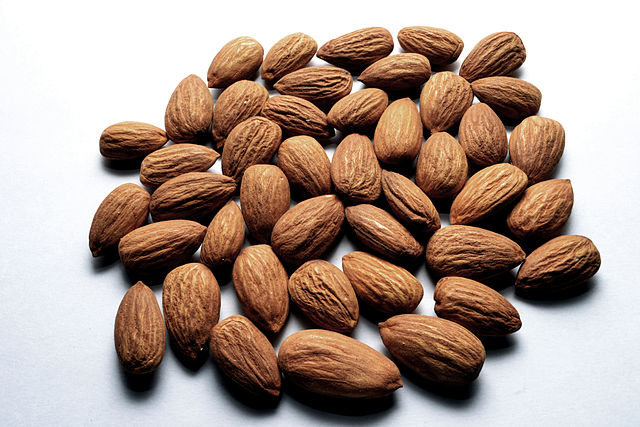 almonds paleo snack